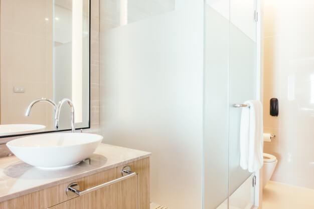Glass shower door website design picture